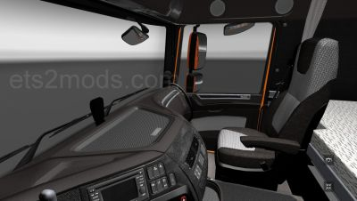 2014-10-31-Alcantara-and-Leather-interior-for-DAF-Euro-6-2s